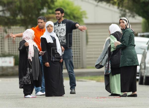 Ataques contra duas mesquitas terminam com 49 mortos e chocam a Nova Zelândia