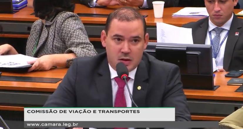 Em reunião da CVT Vicentinho Júnior compara os preços das tarifas aéreas para o Tocantins com as de viagens ao exterior, e cobra agilidade nas obras da BR-235