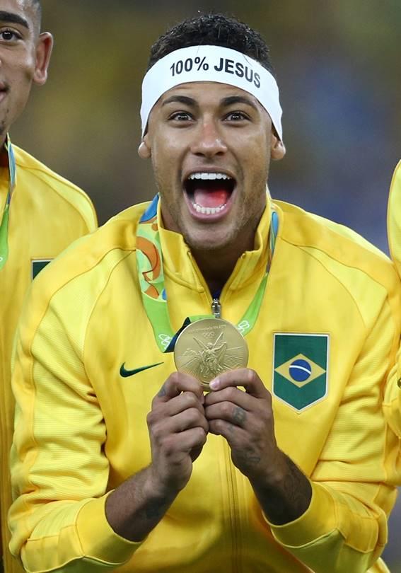 Pai de Neymar revela conversa com o filho após conquista do ouro olímpico: 'o gol ficou pequeno'