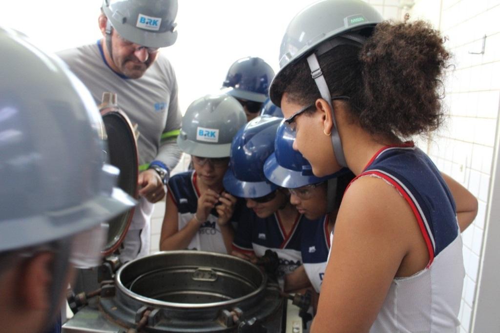 Na semana da água crianças aprendem sobre o tratamento, durante visita a estação em Palmas