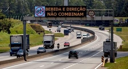 CCR NovaDutra implanta novos painéis de mensagens variáveis na região do Alto Tietê