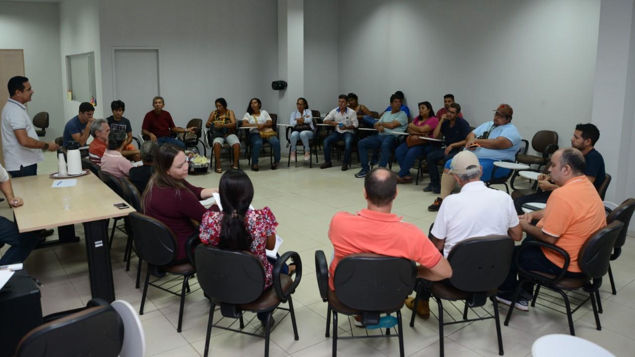 Feirantes de Palmas participam de roda de conversa sobre Boas Práticas de Manipulação e Comercialização de Pescado