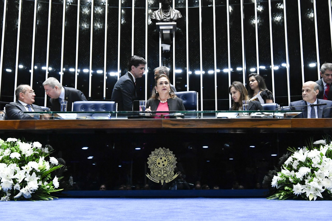 Por iniciativa de Kátia Abreu, Senado homenageia Folha de São Paulo