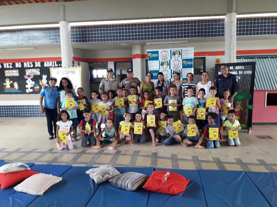 Guarda Civil Municipal de Lagoa da Confusão participa de projeto de incentivo à leitura desenvolvido pela Polícia Militar