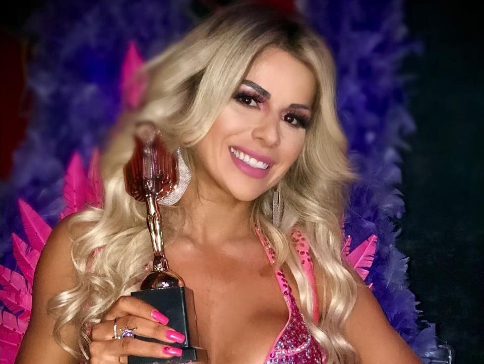 """Ex-bailarina do Faustão e Musa do Brasil 2017, Vanessa Perez leva mais um título para casa e dispara: """"existe alguém mais musa do que eu?"""""""