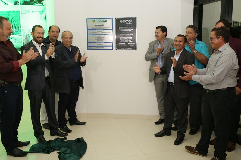 Cooperados de Araguaína e região ganham novas instalações do Sicoob Credipar