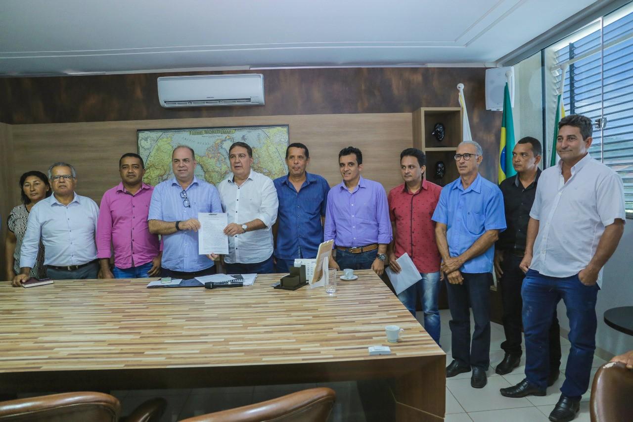 Prefeito Laurez Moreira reuniu com prefeitos do Consórcio Intermunicipal da região Centro Oeste do Tocantins