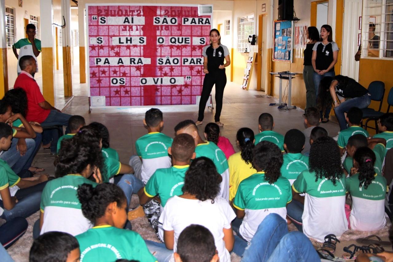 Escola Ilsa Borges comemora 17 anos da Língua Brasileira de Sinais