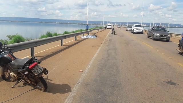 Acidente envolvendo duas motos deixa uma pessoa morta na ponte do lago de Palmas