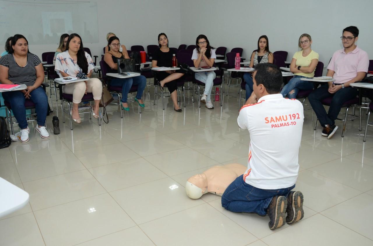 Médicos residentes recebem curso de Suporte Básico de Vida
