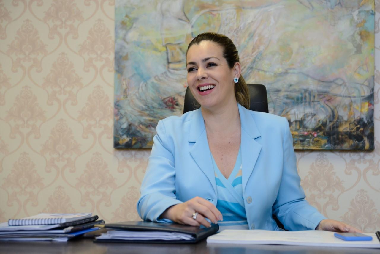 Prefeita Cinthia Ribeiro entrega veículos para o programa Bolsa Família