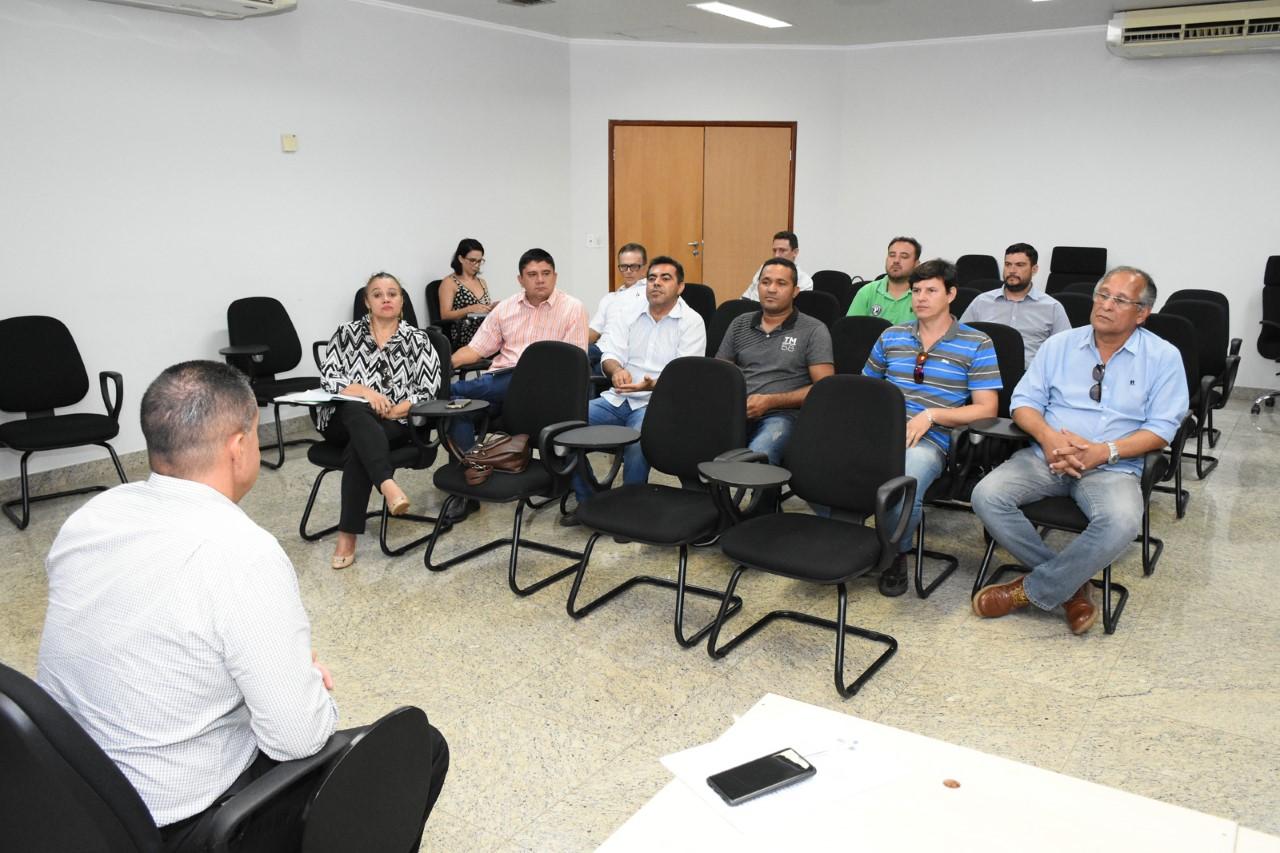 MPE recebe proprietários de flutuantes e embarcações para discutir possíveis adequações em acordo que proíbe o despejo de efluentes no Lago de Palmas