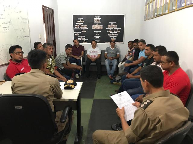 Comando do 9º BPM se reúne com proprietários de veículo de propaganda para tratar sobre poluição sonora em Araguatins