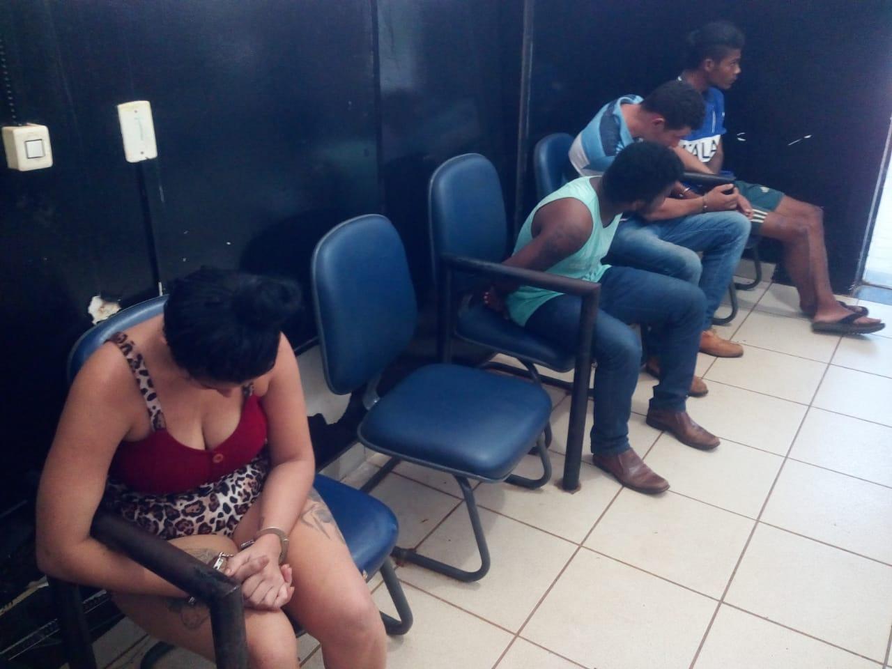 Militares do 1º BPM prendem quatro pessoas por roubo e recupera objetos roubados na Capital