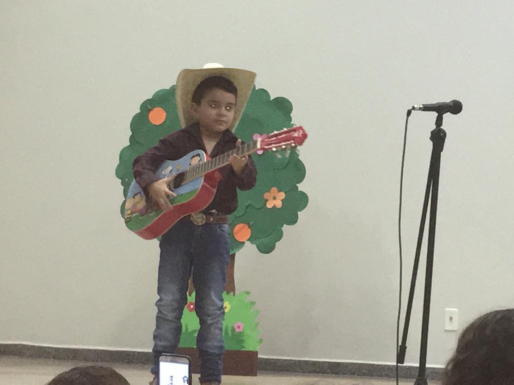 Alunos da Educação Infantil da Escola Raio de Sol apresentam projetos trabalhados no 1º semestre