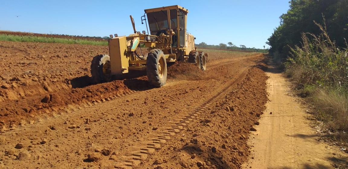 Estradas vicinais de Marianópolis recebem obras de recuperação