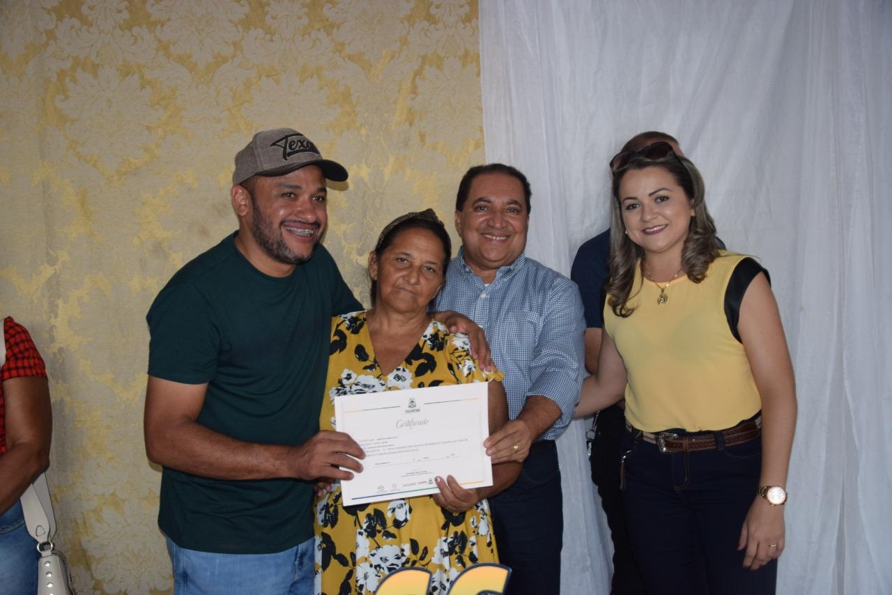 Prefeito Cleiton Batatinha encerra programação do 66º aniversário de Cristalândia e entrega certificados a concluintes do Workshop da Beleza