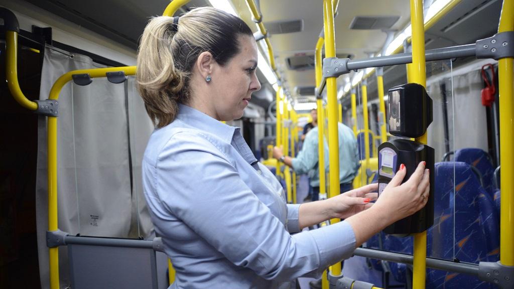 Prefeita e CMAMTT vistoriam novos ônibus do transporte público que entram em operação em Palmas