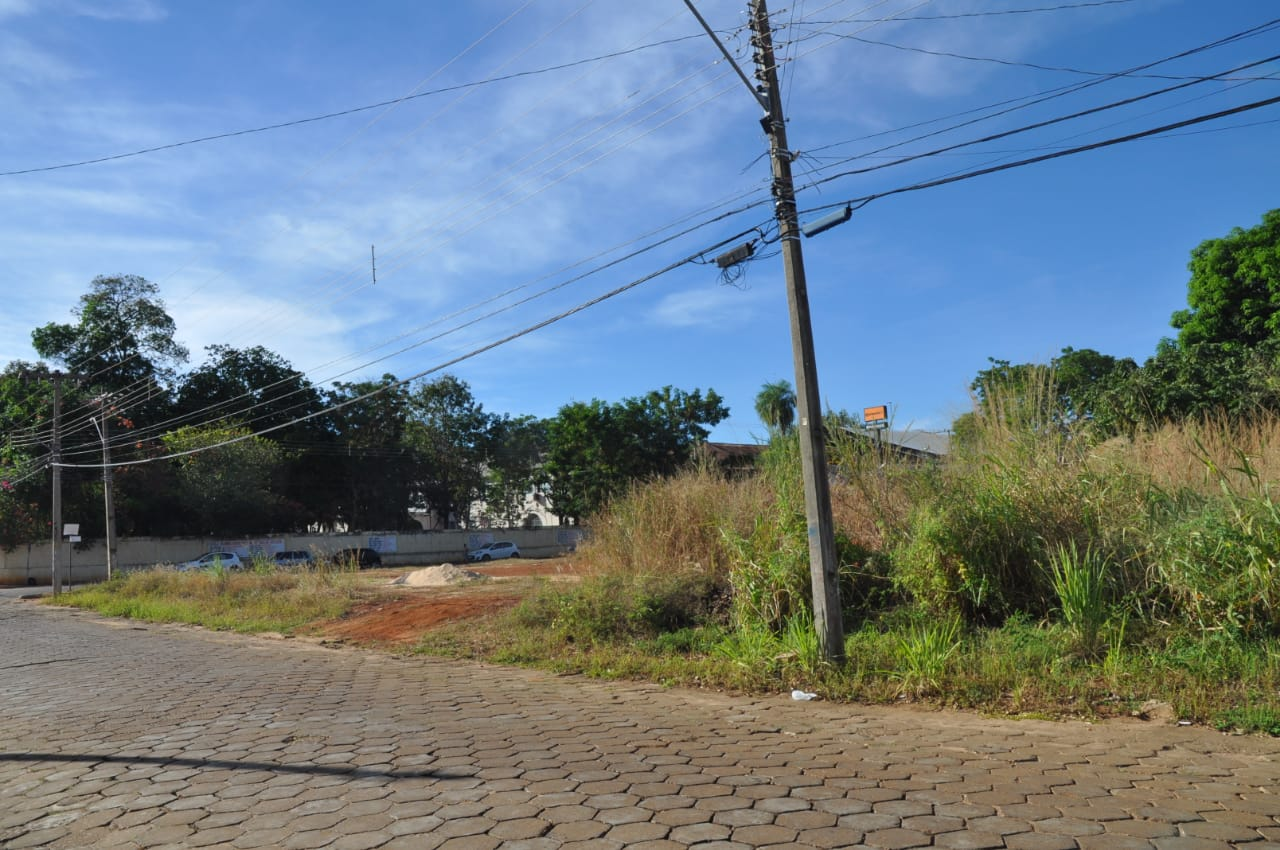 Porto Nacional conscientiza população sobre obrigatoriedade da manutenção de terrenos baldios limpos; Lei Municipal 070/2018