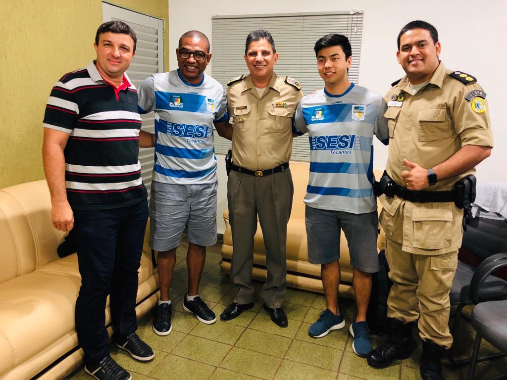 Polícia Militar recebe a visita do ex-jogador César Sampaio e apresenta seus projetos esportivos e sociais