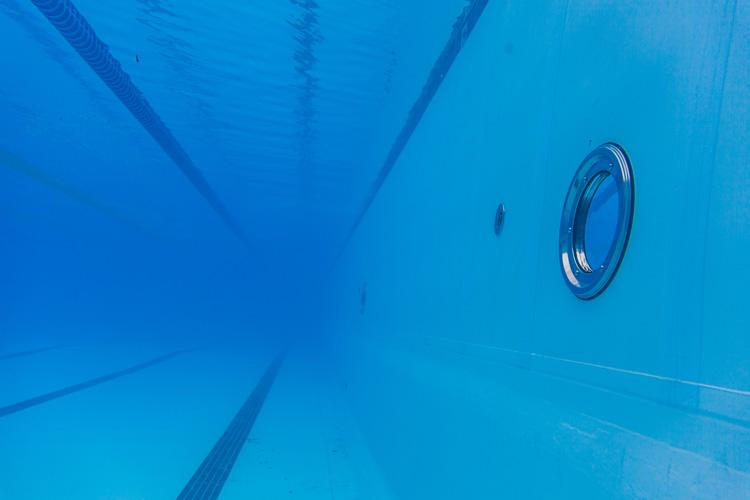 Nadar depois de comer faz mal? Veja mitos e verdades