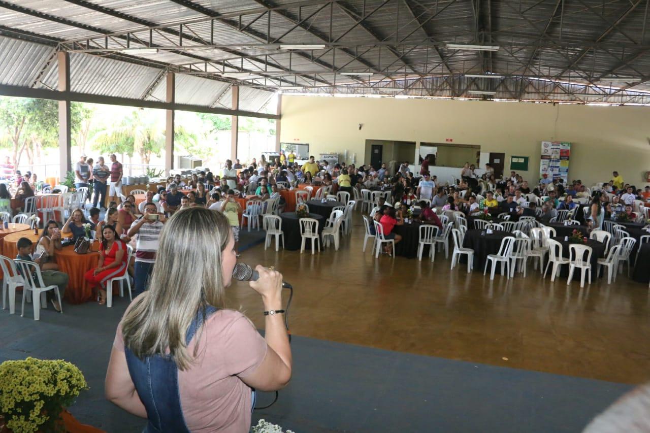 Cerca de 450 pessoas prestigiam Feijoada de Dulce Miranda e FACOMP