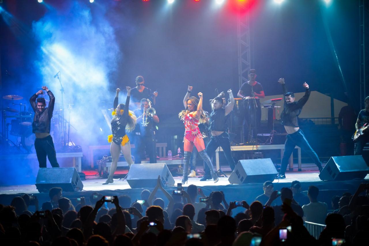 Companhia do Calypso empolga multidão com ritmos variados