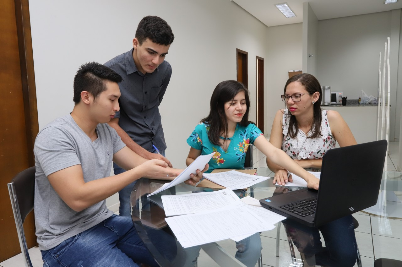 IEL oferece 15 vagas de estágio para estudantes de nível superior