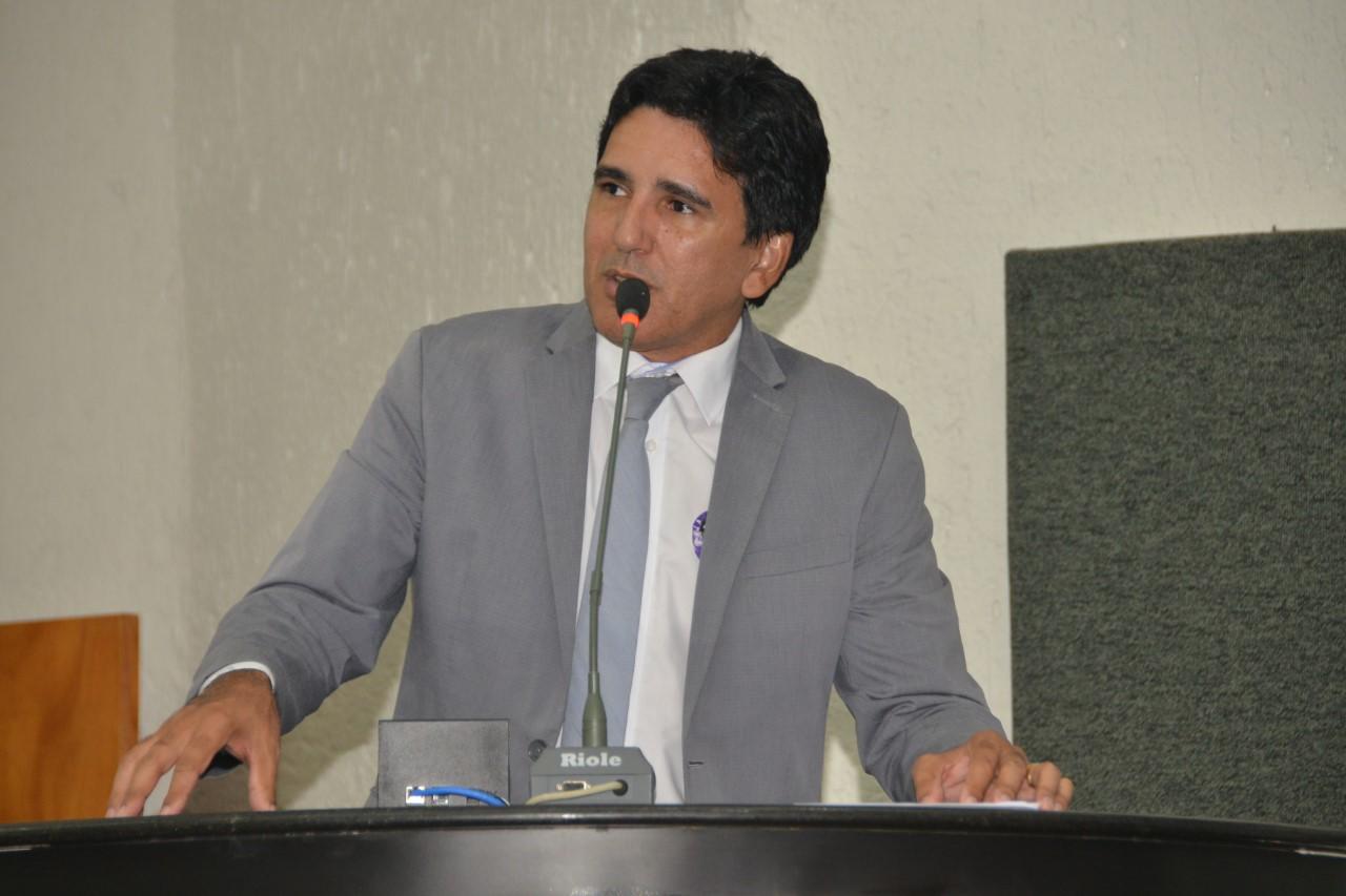 Prof. Júnior Geo apresenta Projeto que garante inclusão de alunos com necessidades especiais nas escolas