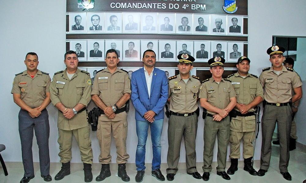 Wanderlei Barbosa participa da passagem de comando do 4º Batalhão da PM de Gurupi
