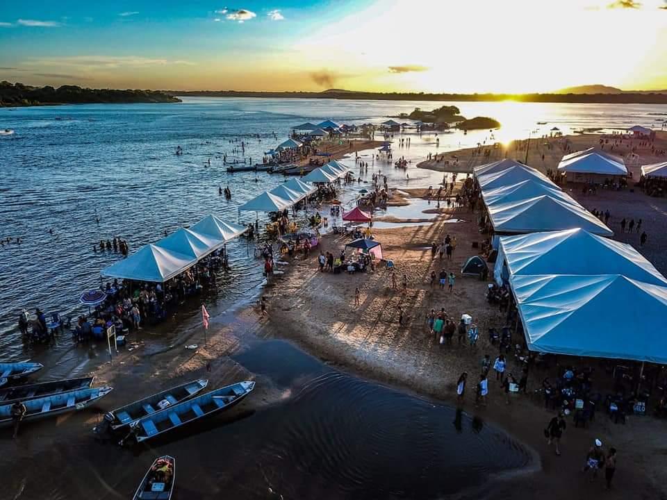 Praia da Gaivota recebe milhares de turistas neste fim de semana; Babado Novo se apresenta no próximo sábado, 27