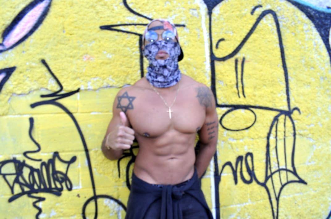 Misterioso Mc Mascarado do Funk surge na mídia com o hits 'Sarradinha no Popo'