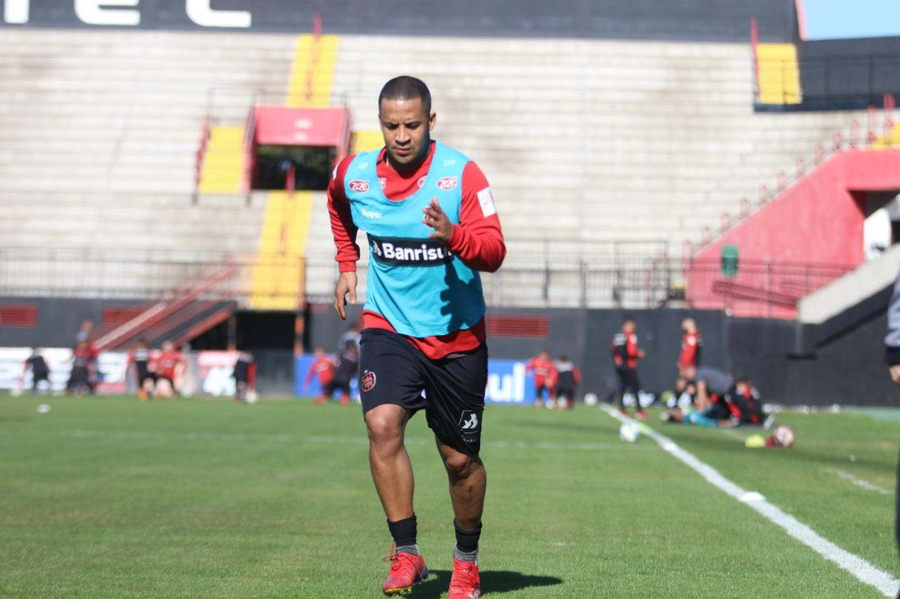 Exatamente 11 meses após lesão, Pereira celebra volta no Brasil de Pelotas com 'frio na barriga' e 'parecendo estreia'