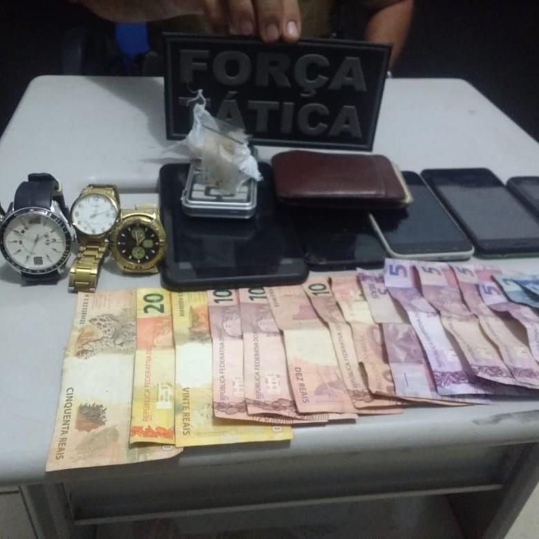 Traficante é preso pela PM após receptador negociar celular furtado
