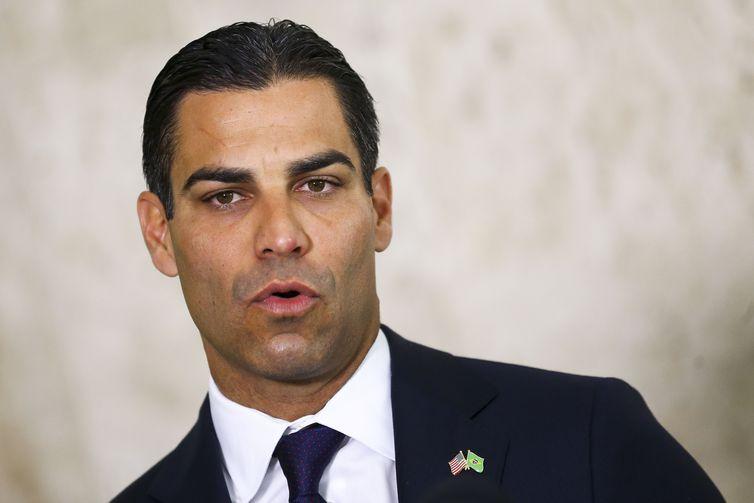 Bolsonaro recebe prefeito de Miami no Palácio Planalto