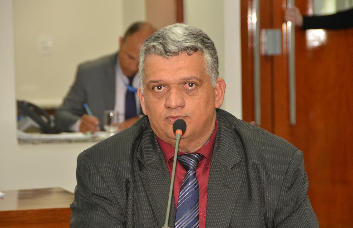 Ivan Vaqueiro busca reforma de hospital, construção de escola e asfalto para Paraíso