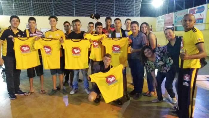 Prefeitura de Barrolândia entrega uniformes para participantes de atividades esportivas e culturais