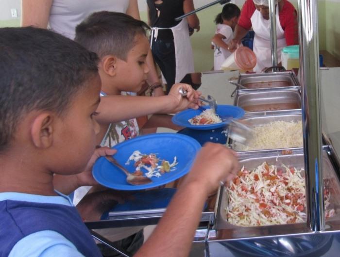 Prefeitura de Dois Irmãos inaugura refeitório e reforma em escola municipal