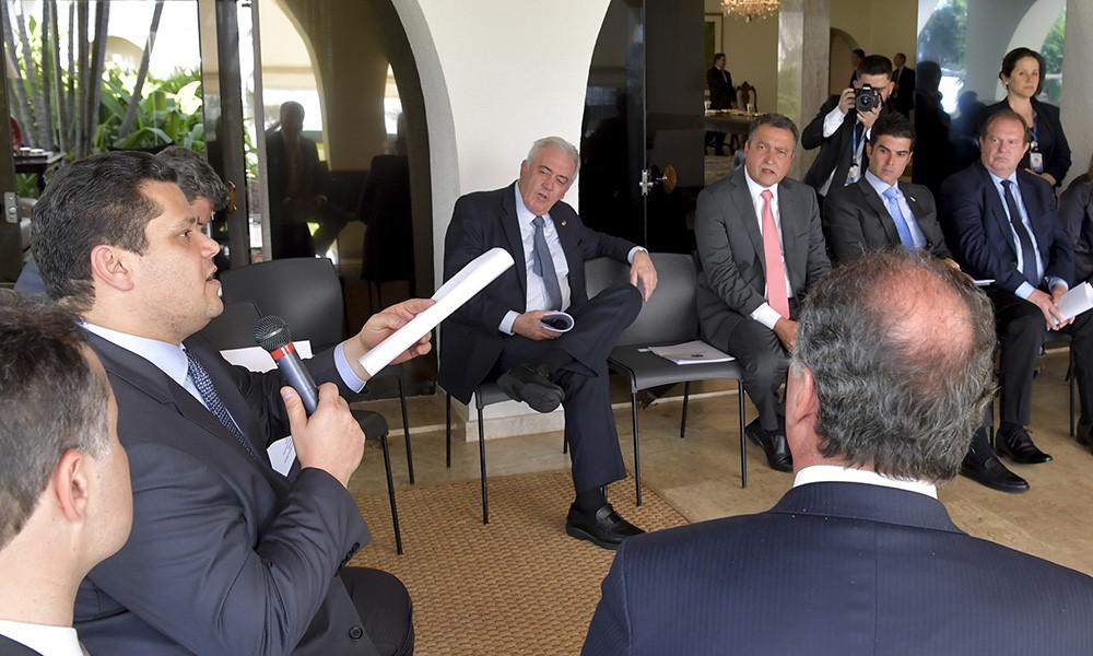 Governador Carlesse participa de reunião da Frente Parlamentar Norte, Nordeste e Centro-Oeste em Brasília