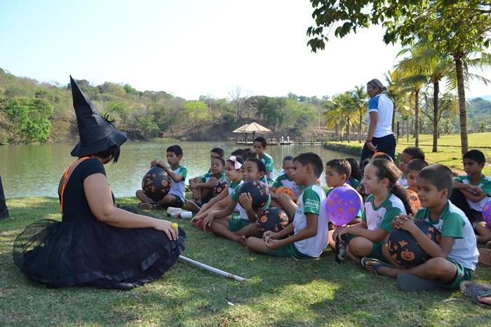 Alunos da Escola Municipal Pouso Alegre têm aula no Parque das Águas em Paraíso