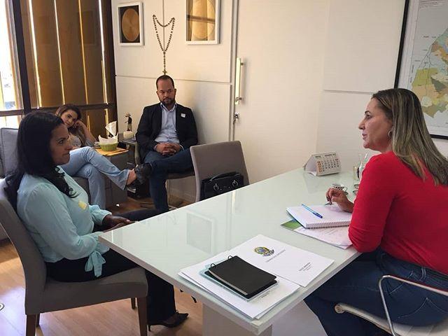 Em Brasília, Dulce Miranda atende prefeitos e discute projetos para municípios tocantinenses