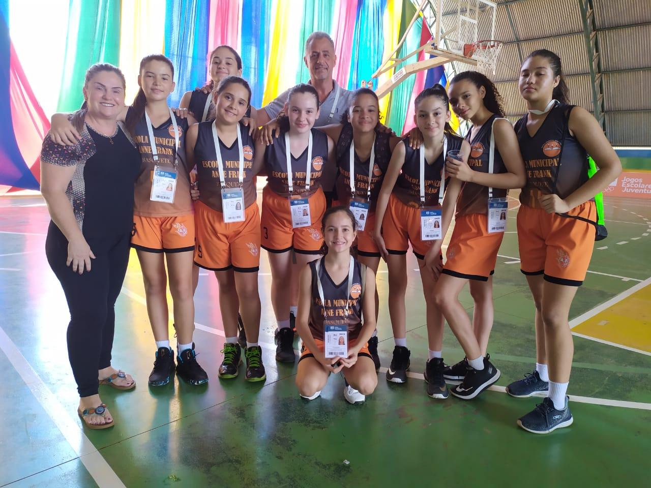 Equipe Feminina de Basquete do Anne Frank perde a chance de classificação para a etapa nacional dos Jogos Escolares da Juventude