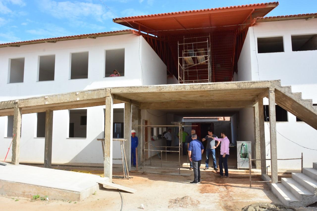 Prefeito Moisés Avelino visita obra do Centro Administrativo da Gestão Municipal