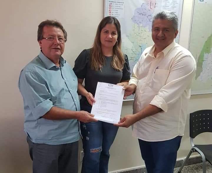 Prefeita de Araguacema protocola projeto de pavimentação de duas importantes vias da cidade