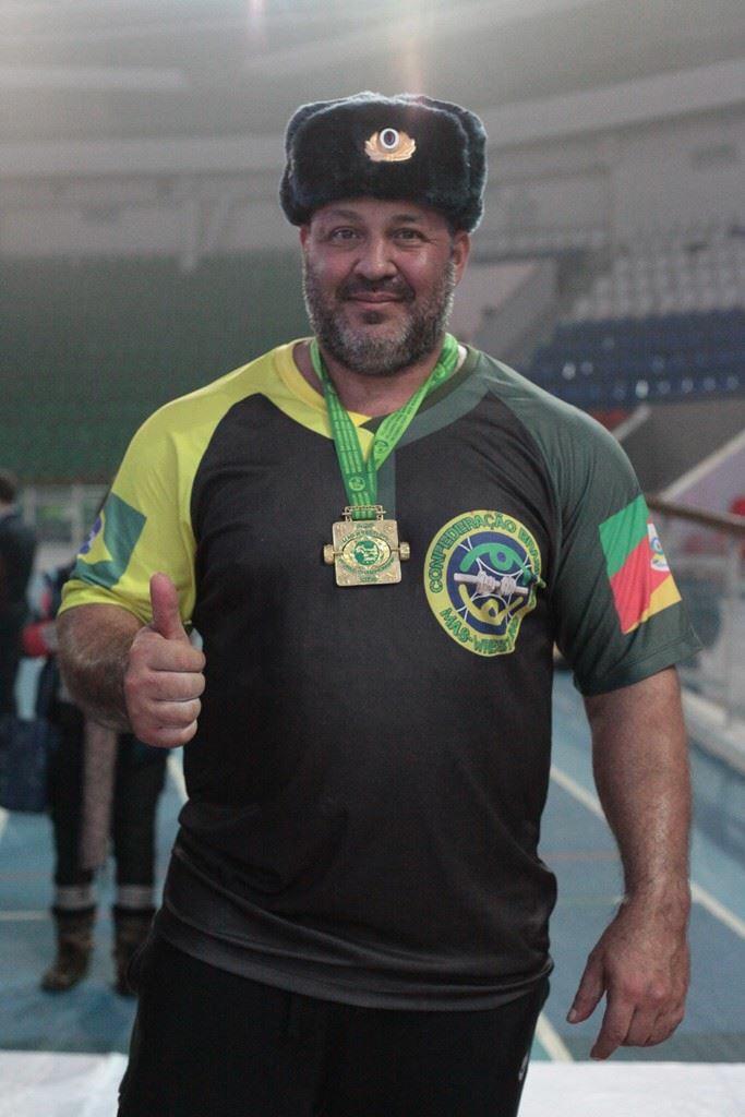 Bronze no último mundial de Mas-Wrestling, Ricardo Nort completa 46 anos e revela segredo para longevidade em competições de alto nível