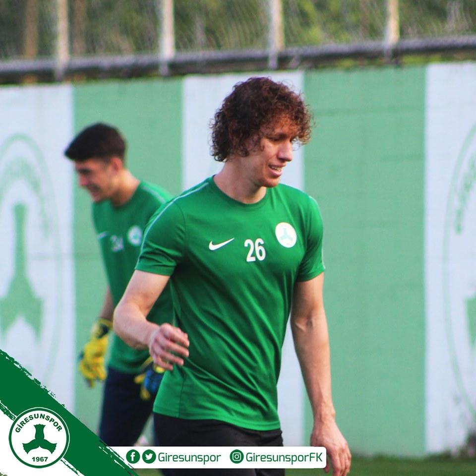 """Após três semanas, bola volta a rolar na Turquia e Renan Foguinho quer manter boa fase do Giresunspor: """"Objetivo é vaga no play-off"""""""