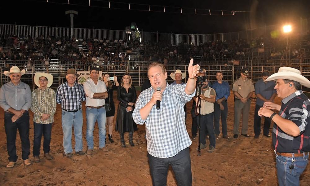 Governador Mauro Carlesse prestigia Exposição Agropecuária de Alvorada e anuncia implantação Colégio Militar na cidade