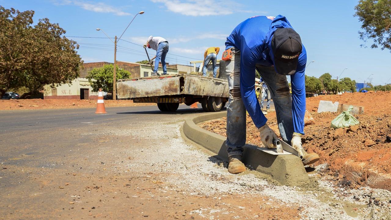 Vandalismo provoca danos a meios-fios da Palmas Brasil Norte