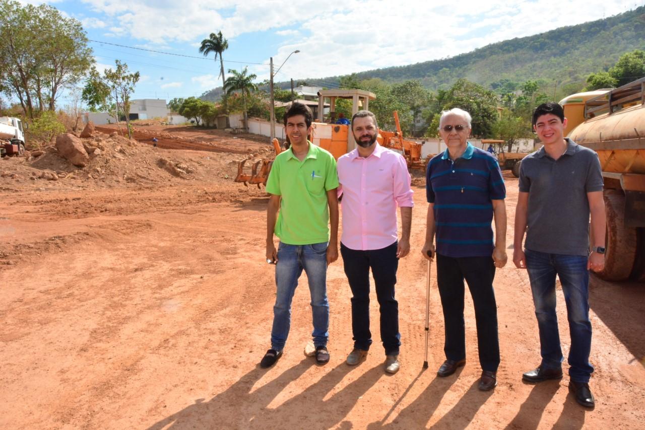Avelino visita início da obra de Pavimentação Asfáltica em Paraíso