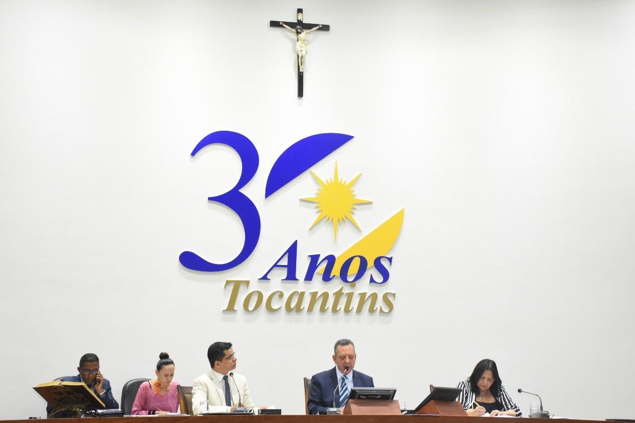 Antonio Andrade requer implantação de três colégios militares e melhorias em rodovias estaduais